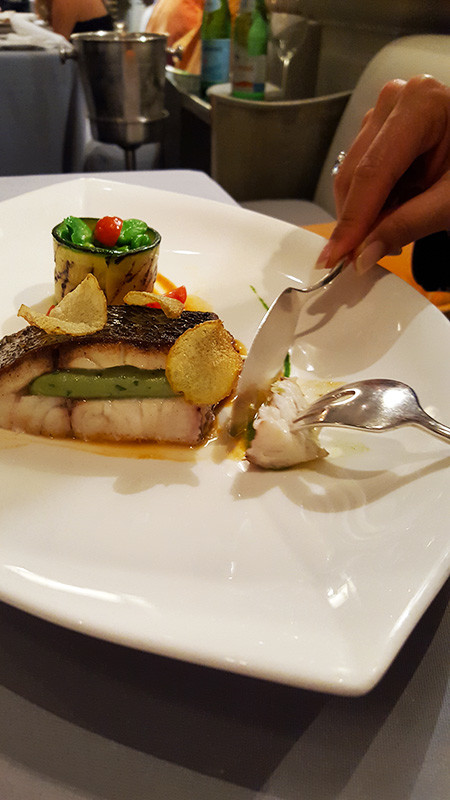 Medaillon vom Schattenfisch mit saftigem Petersilienherz an Oliven und grünem Gemüsetimbal