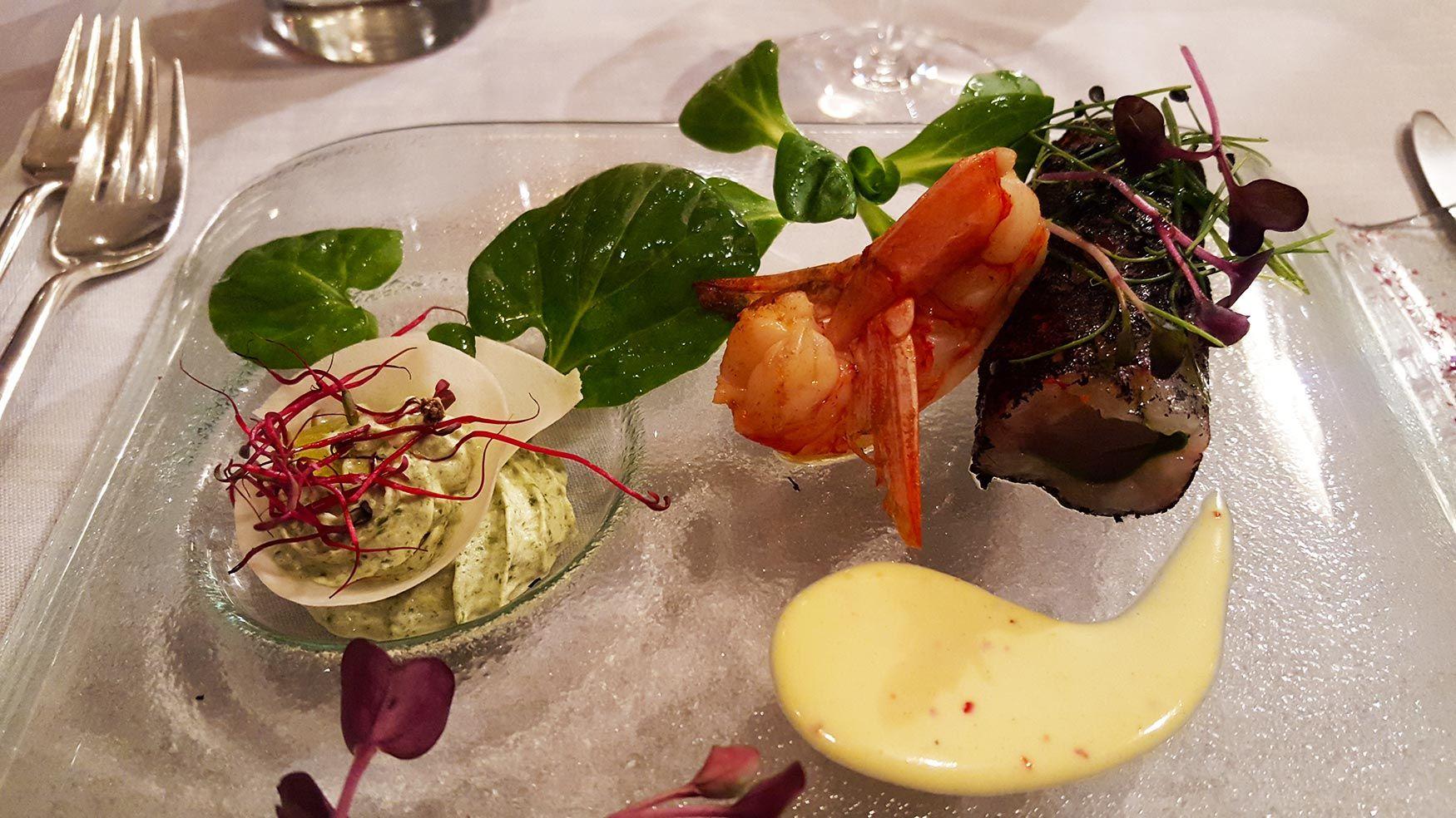 Restaurant Arté al Lago - Röllchen von rohen Krevetten und Thunfisch mit pikantem Senfdip und Brunnenkresse