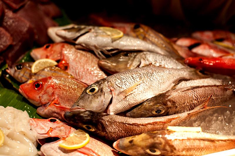 Grill Restaurant W Retreat and Spa, Malediven - welcher Fisch darf es heute sein?